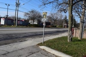 New traffic sign on Dixie Road just north of Lakeshore Road East. Jaan Pill photo