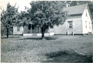 Back view (facing south) of the Colonel Samuel Smith homestead house, located at what are now the school grounds of Parkview School. Originally a log cabin, built in 1797, the house had siding and extensions added to it over the years. @ Betty Farenick and family