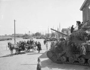 Fifth Canadian Div-Perth Regiment & Lord Strathcona Horse tanks reach the Zuider Zee; civilians greet them,Harderwijk,Netherlands.19Apr1945 Source: Tweet from ‏@CanadasMilHist pic.twitter.com/pUqm7bsRXP